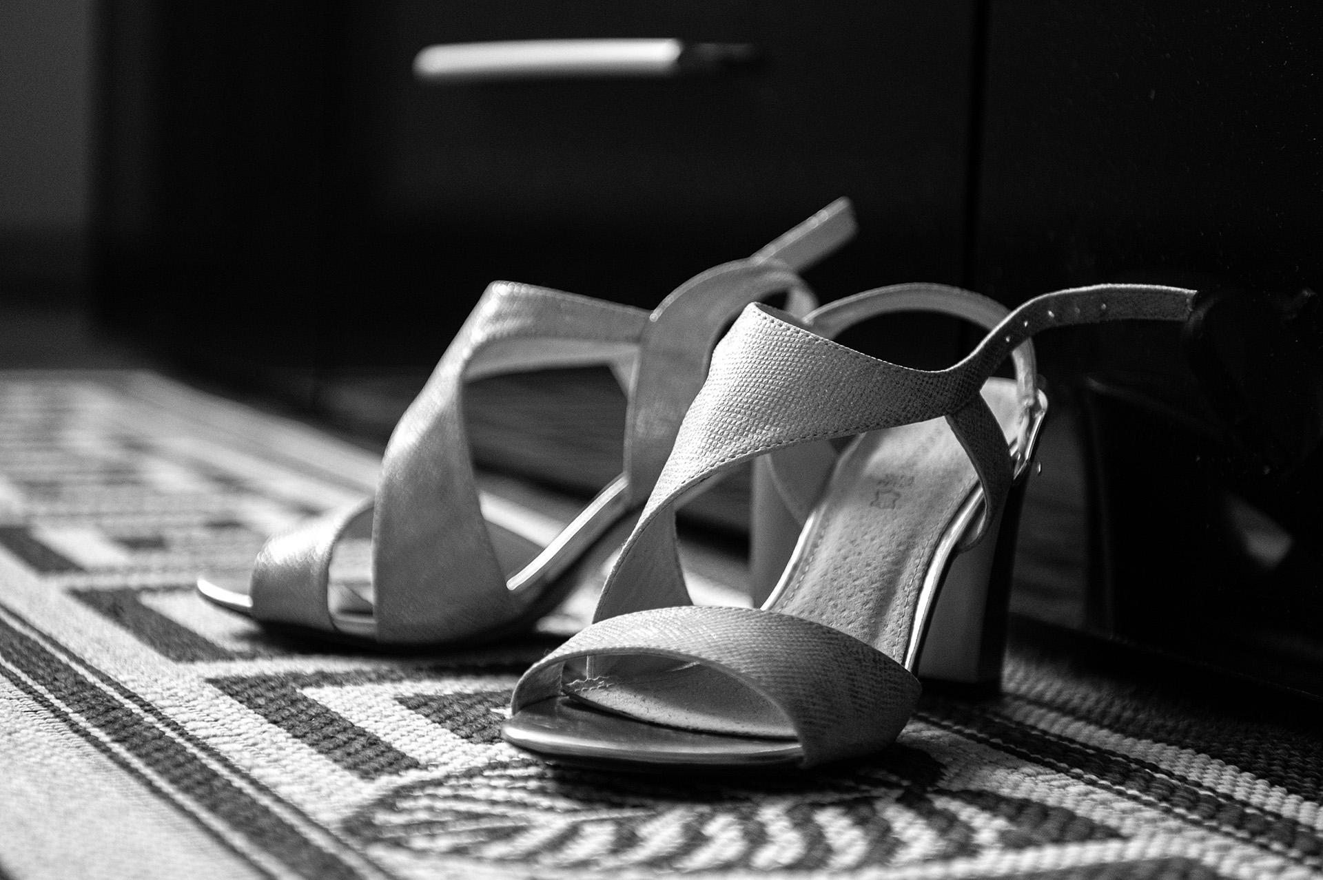zdjęcia ślubne przygotowania buty ślubne