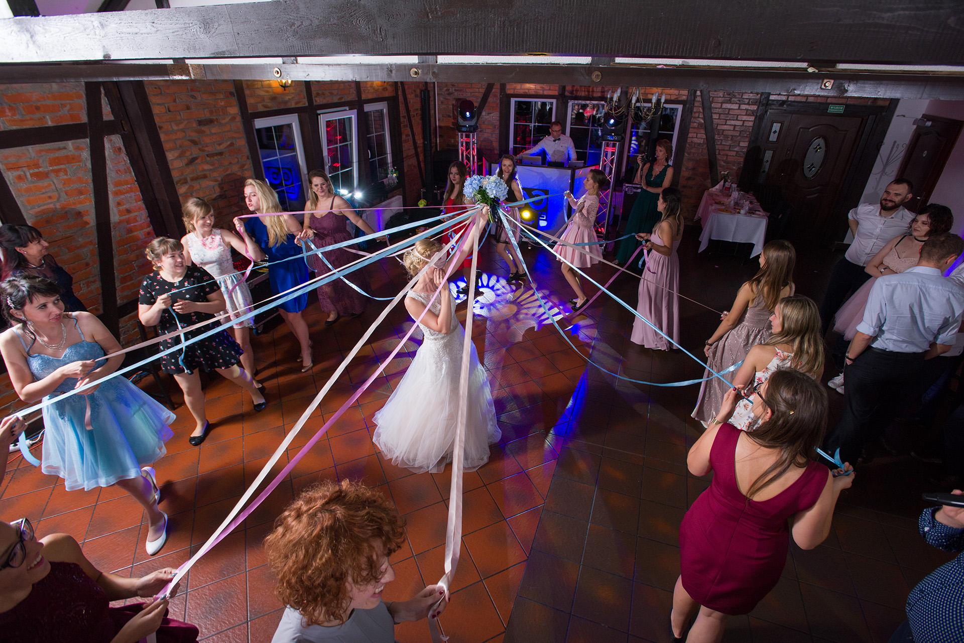 zabawy weselne wesele - fotograf ślubny - fotografia ślubna - zdjecia podczas wesela